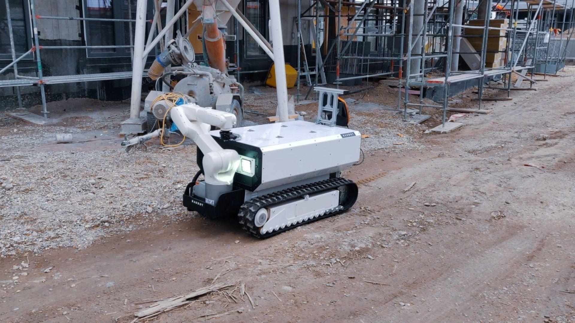 Модулен робот се изявява като строителен работник