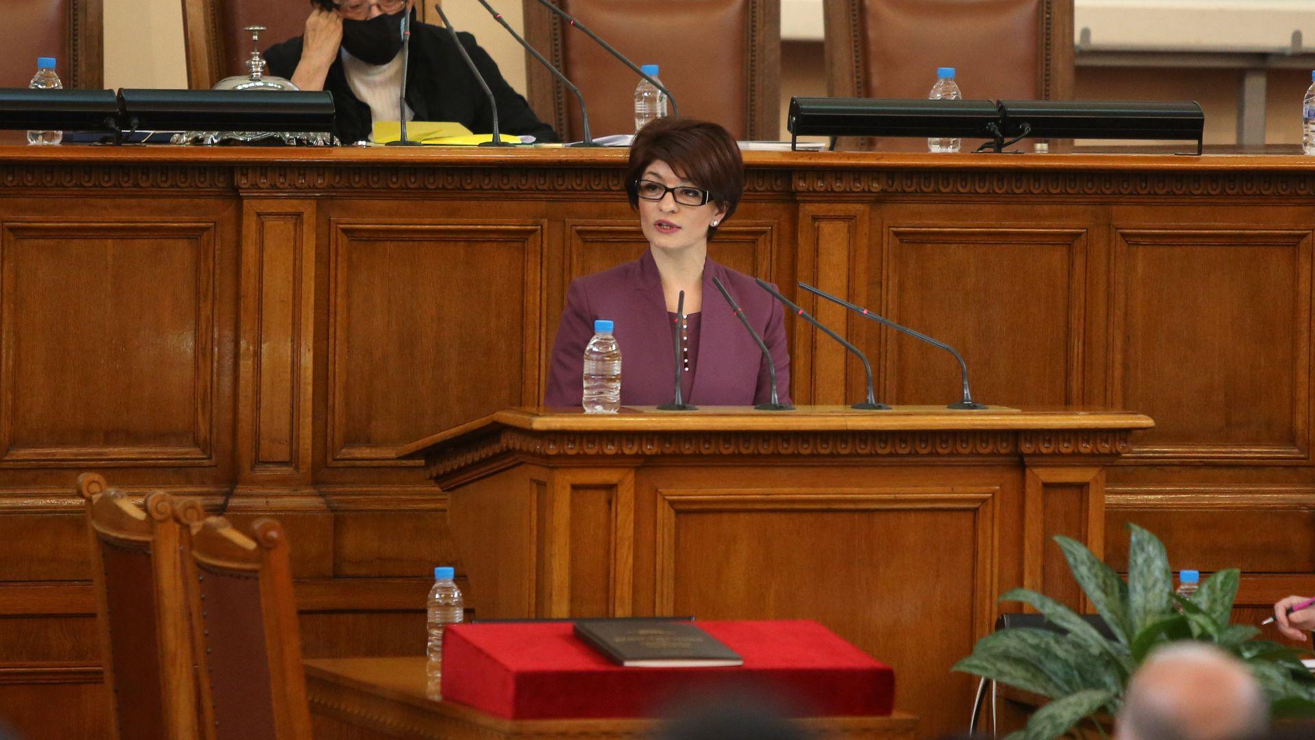 Десислава Атанасова: Не носим отговорност при избори лятото, за да си вдигат резултата някои