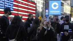 Крипто фирмата Coinbase поскъпна над 10 пъти след IPO