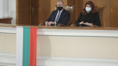 Гледайте на живо в Dir.bg: Започнаха консултациите при президента Радев, първи са ГЕРБ (видео)
