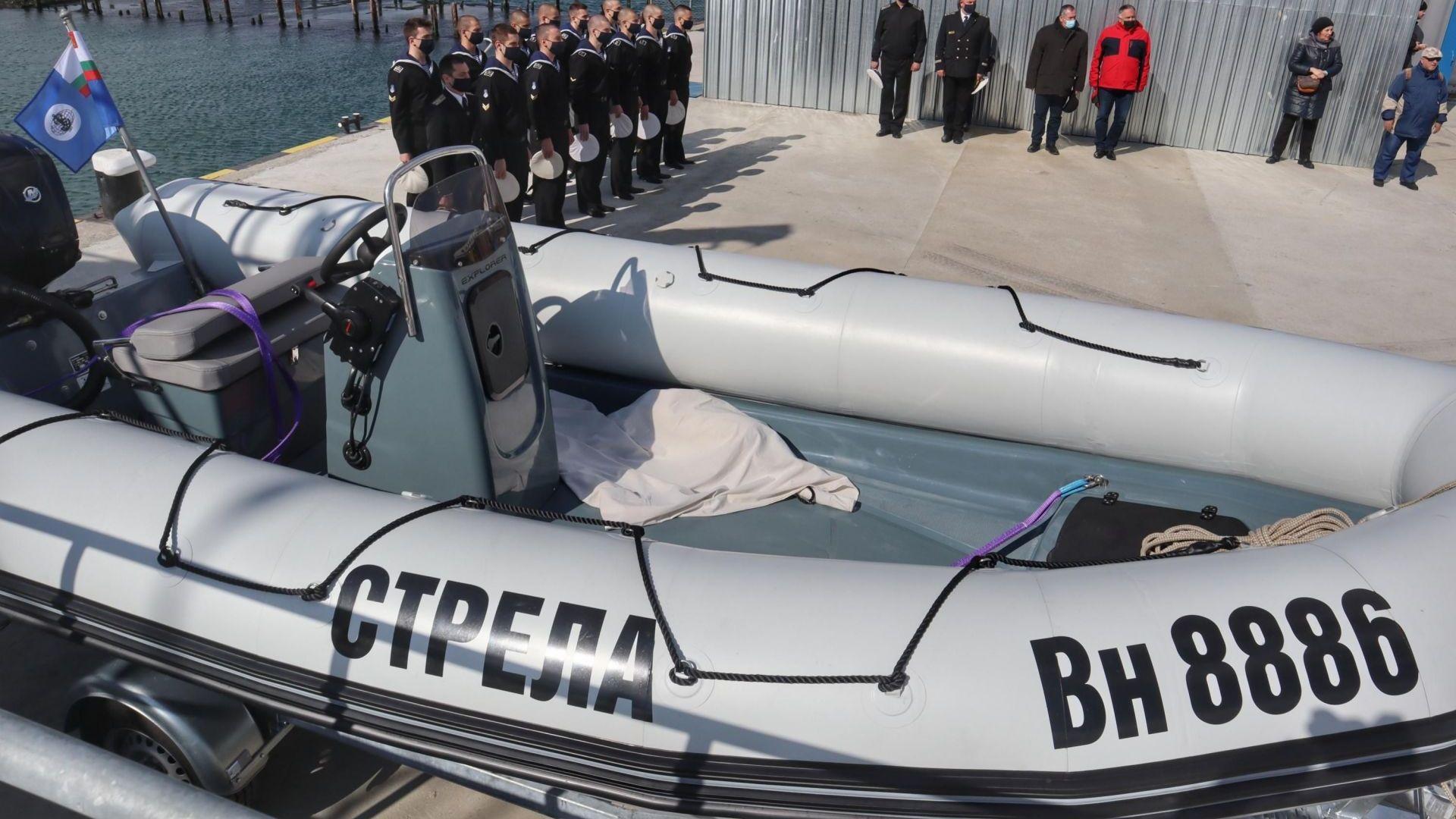 Военноморските сили кръстиха нова лодка във Варна (снимки)