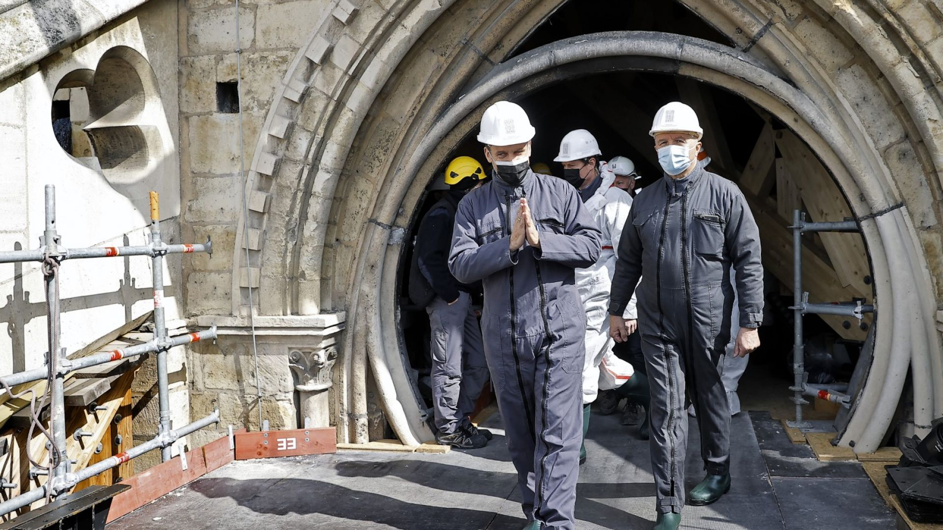 """Макрон посети """"Нотр Дам"""" 2 години след опустошителния пожар (снимки)"""