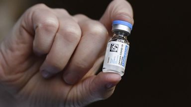 """""""Джонсън и Джонсън""""  изхвърля 60 милона дози от ваксината срещу Covid като негодни"""