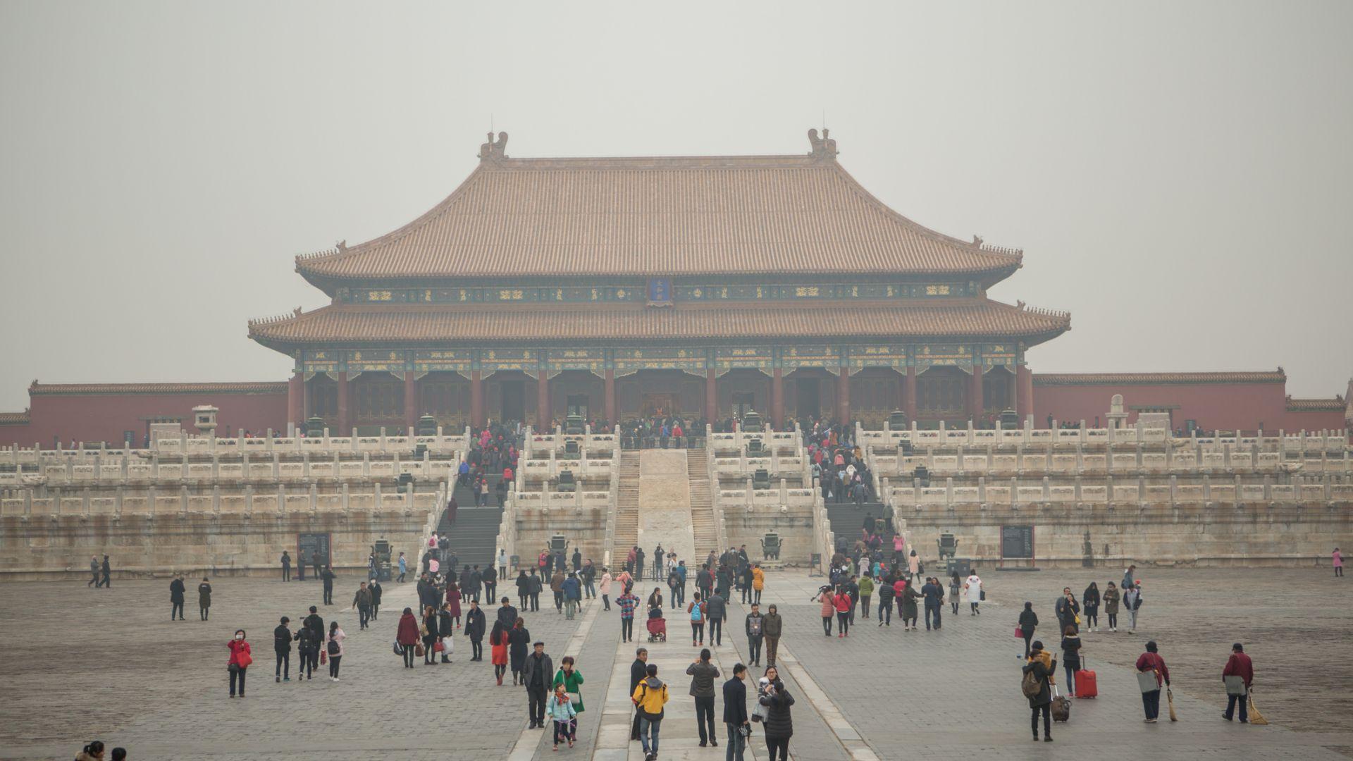 Небето над Пекин пожълтя (снимки)