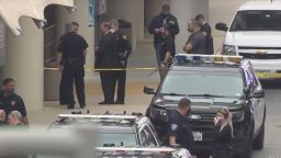 Мъж откри стрелба пред летището в Сан Антонио (видео)