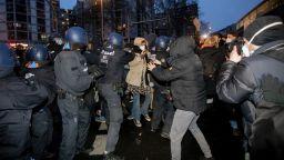 Отменен таван на наемите изкара хиляди по улиците на Берлин, стигна се до сблъсъци