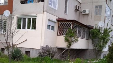 Пловдивчанин си построи тераса в панелен блок