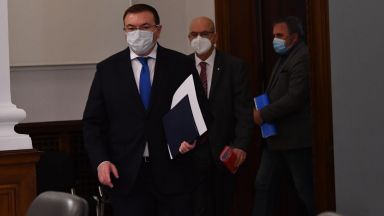 На живо в Dir.bg: Здравният министър в оставка: Решението за разформироване на Щаба е логично