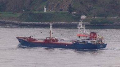 Голям товарен кораб заседна край турски остров