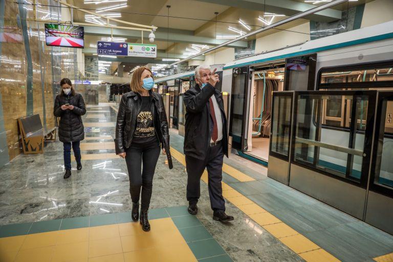 """Йорданка Фандъкова и шефът на """"Метрополитен"""" Стоян Братоев разгледаха станция """"Овча купел"""""""