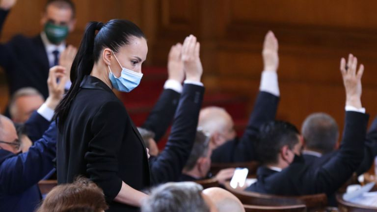 Депутатите взеха решение министър-председателят Бойко Борисов да бъде задължен да