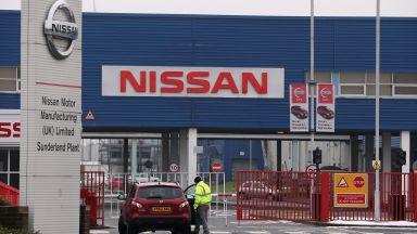 """""""Нисан"""" праща 800 служители от британския си завод в неплатен отпуск"""