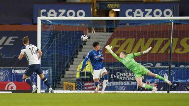 Кейн вкара два гола и се контузи в класическото съперничество между Анчелоти и Моуриньо