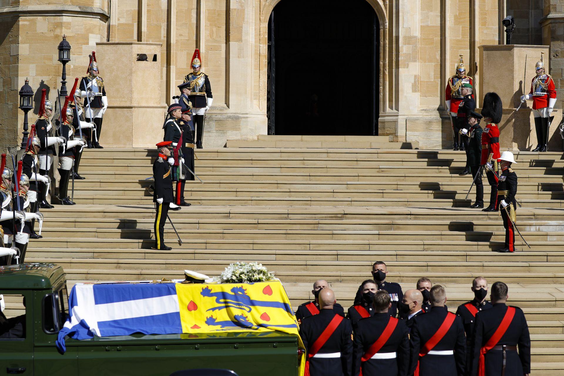 """Тялото на принц Филип пристига пред параклиса """"Сейнт Джорд"""""""