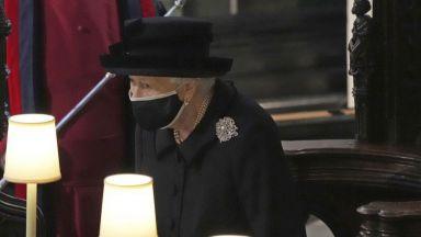 Кралица Елизабет Втора посреща най-самотния си рождения си ден в траур и без топовни салюти