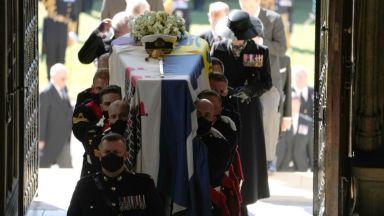 Проследихте с Dir.bg как британската общност изпрати принц Филип в последния му път
