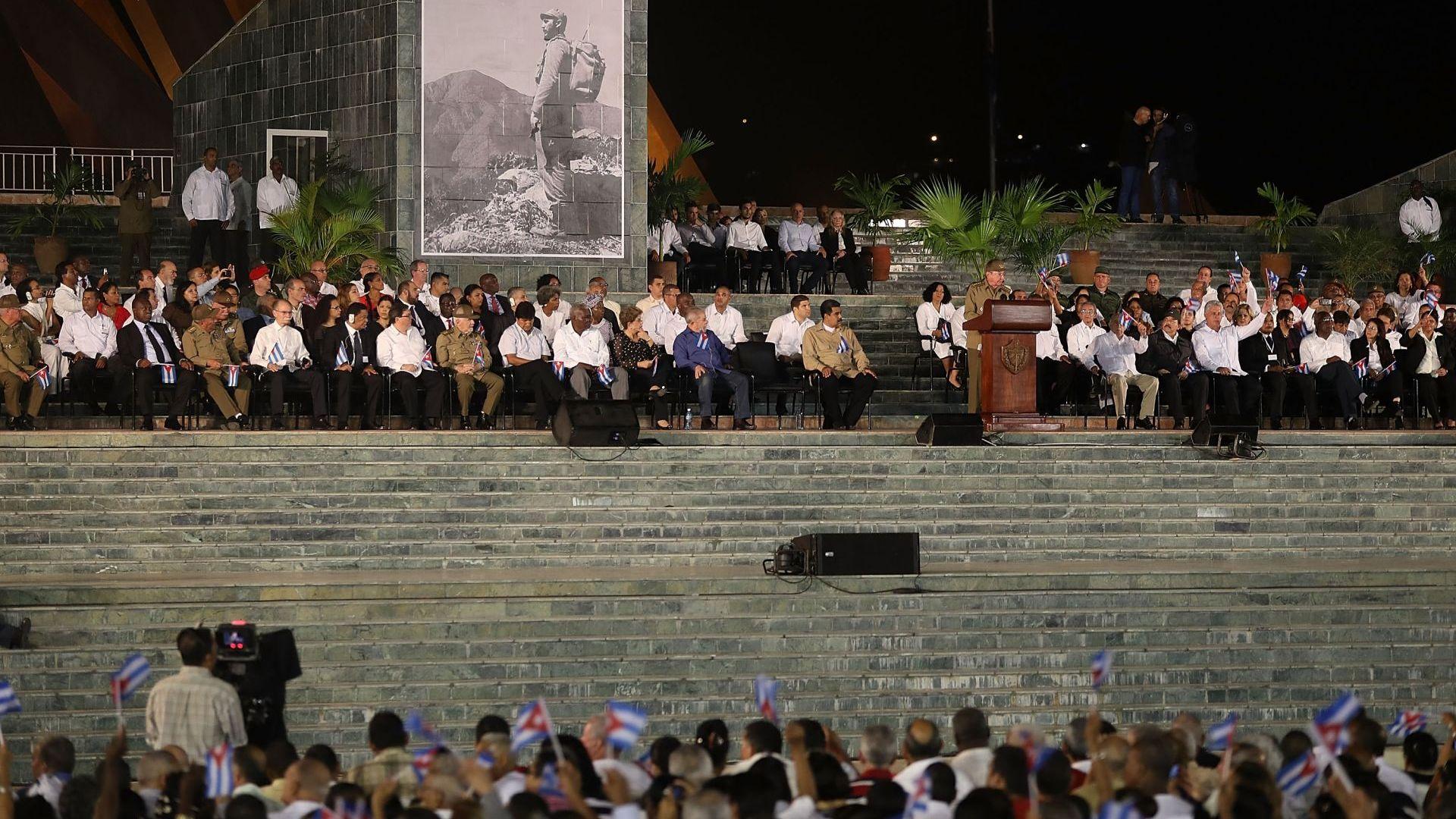 """Краят на ерата """"Кастро"""" настъпи в готовност за нови отношения със САЩ"""