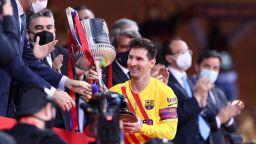 Меси вкара два гола и вдигна Купата в мач, който може да е негов последен финал с Барселона