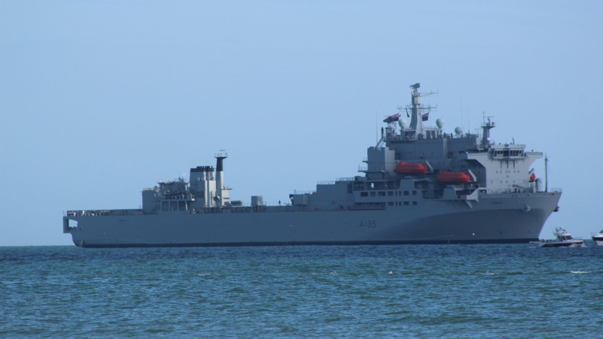 Великобритания също изпраща бойни кораби в Черно море