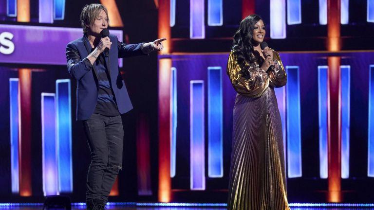 Връчиха годишните награди на Академията за кънтри музика с водещи Кийт Ърбан и Мики Гайтън