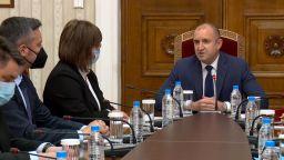 Президентът не изключи хипотезата за трети мандат при консултацията с БСП (видео)