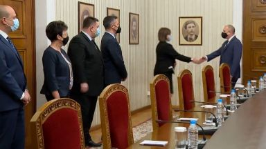 Гледайте на живо в Dir.bg: Консултации при президента Радев за съставяне на правителство