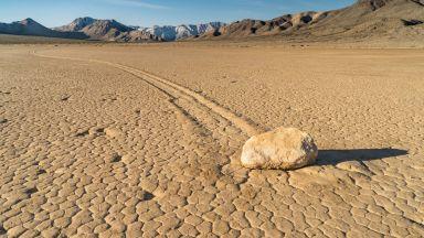Пътуващите камъни от Калифорния, за които науката няма обяснение
