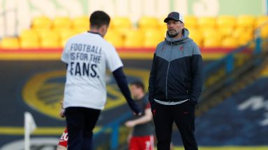 Клоп и капитанът на Ливърпул се изказаха против Суперлигата, феновете гориха фланелки