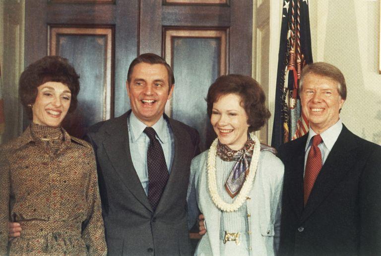 Мондейл и Картър със съпругите си през 1977 г.