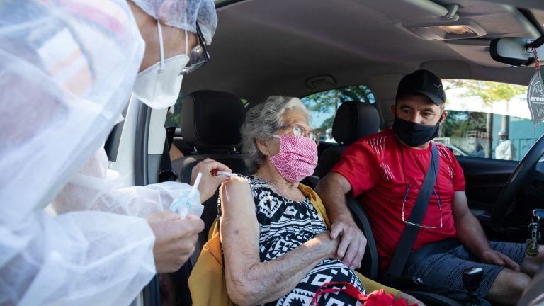 Стотици дози от ваксината срещу ковид на
