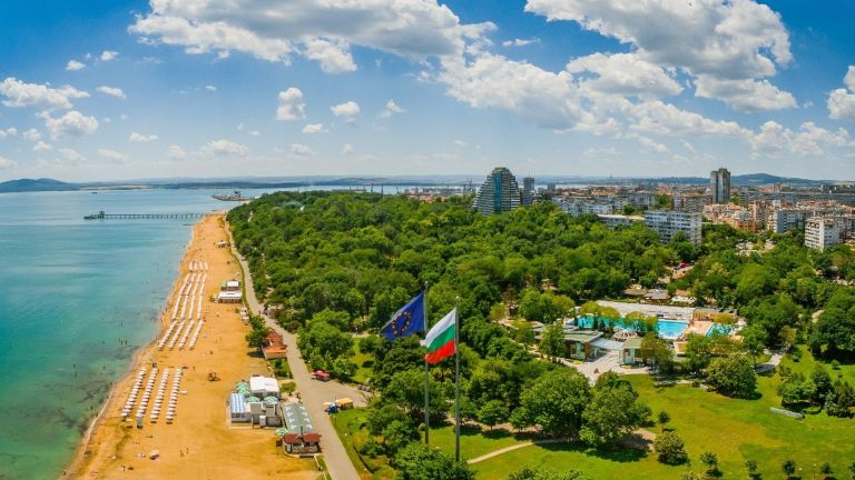 Бургас обяви 22 тематични уикенда за лято 2021