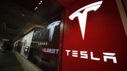 """""""Тесла"""" спира да приема биткойни заради вредата им върху природата"""