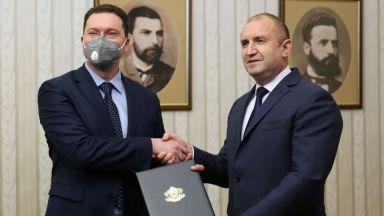 Президентът връчи мандата за ново правителство на ГЕРБ-СДС (видео)