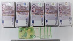 """Задържаха мъж, опитал да пренесе 235 900 евро през ГКПП """"Капитан Андреево"""""""