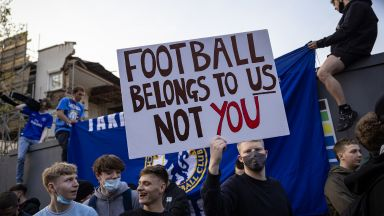 Ето как футболните фенове на Острова зачеркнаха Суперлигата (галерия)
