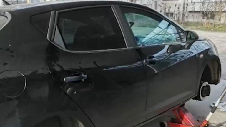 Десетки автомобили на улици в София са с надупчени гуми.