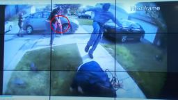 Полицай в САЩ застреля чернокожа тийнейджърка, нападнала с нож двама души (видео)