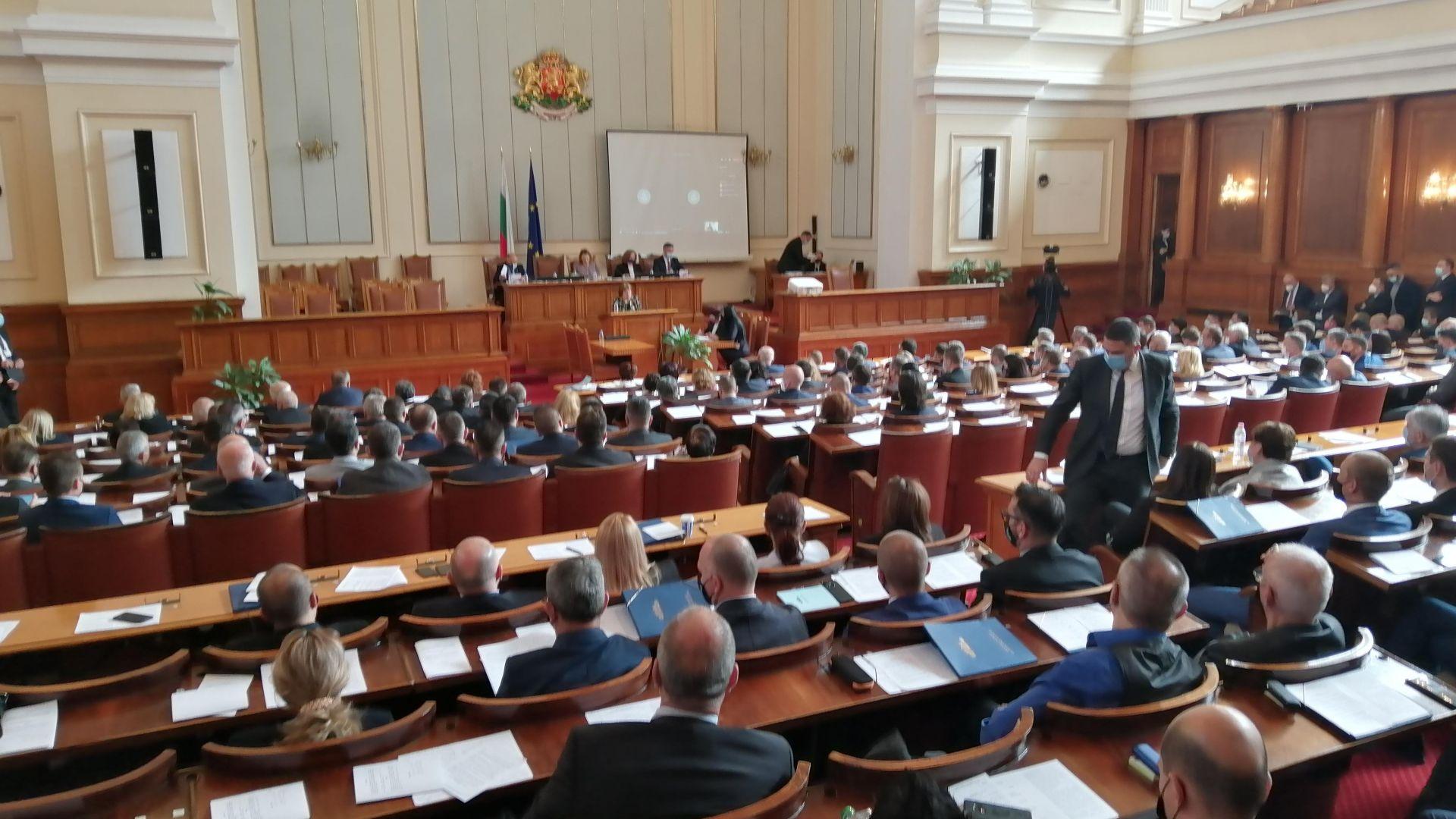 Парламентът прие да има един многомандатен изборен район в чужбина