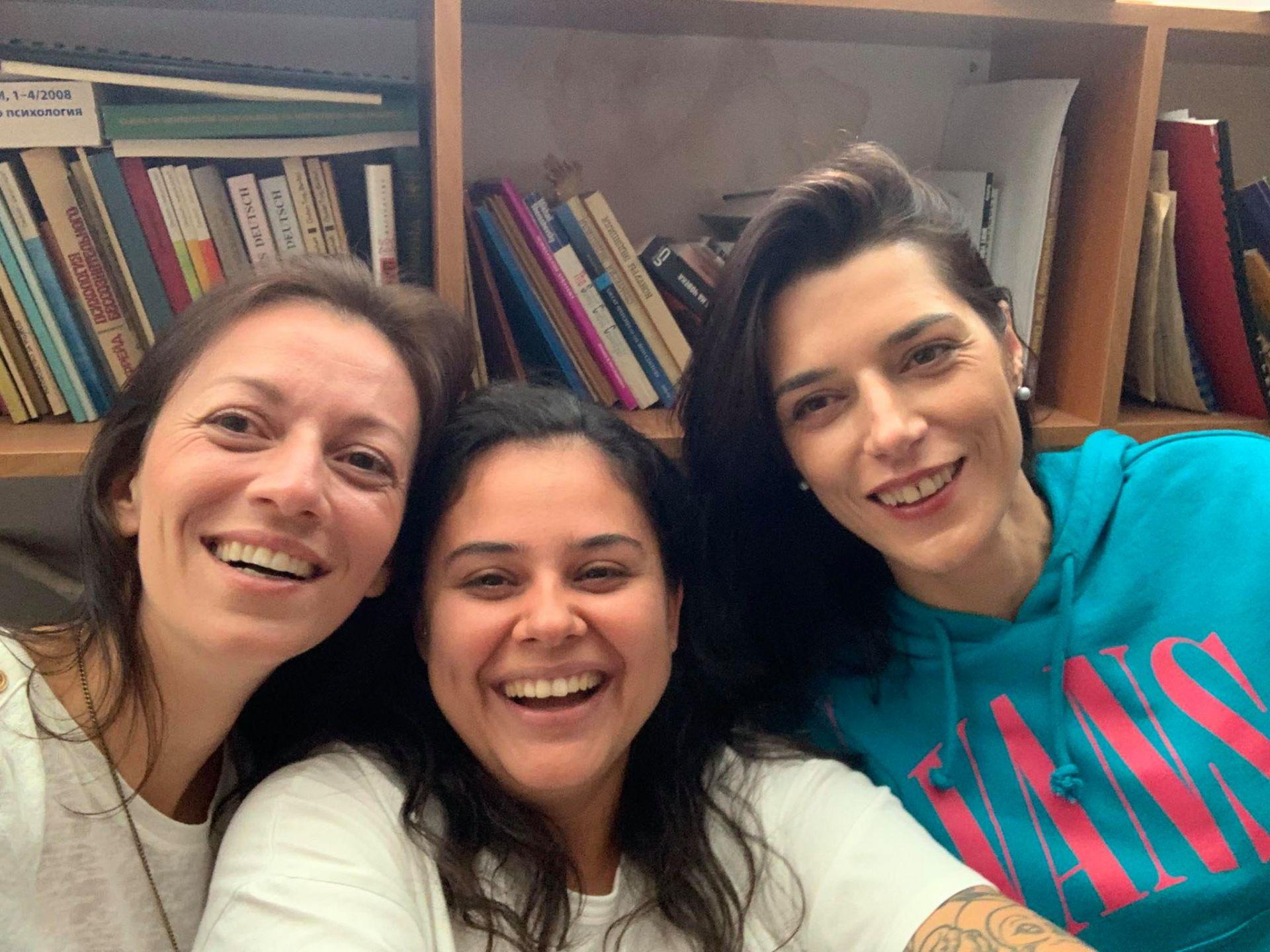 По време на работа с управителя на МИТ Прес Деница Димитрова (lляво) и отговорния редактор Боряна Телбис (в средата)