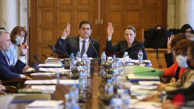 Депутатите отхвърлиха мажоритарен вот и гласуване по пощата, приеха само проекта на ИТН
