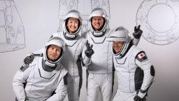 Отложиха пилотирания полет на SpaceX за петък