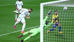 Обичайният заподозрян поведе Реал към върха насред протести около стадиона
