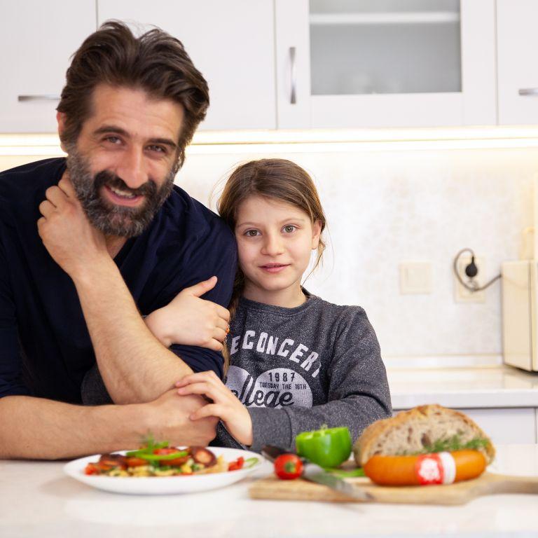 Звездата, която ви сготви сандвич - Филип Аврамов: Дъщеря ми Рая ми дава най-точните оценки!