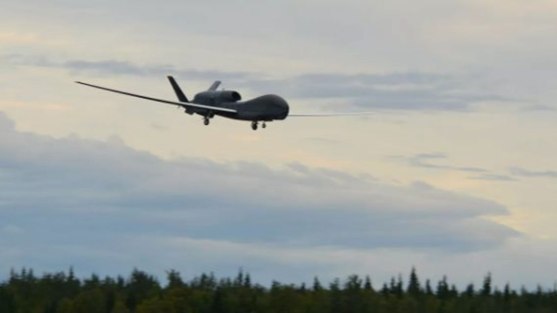 Американски дрон е засечен да следи руските военни в Крим