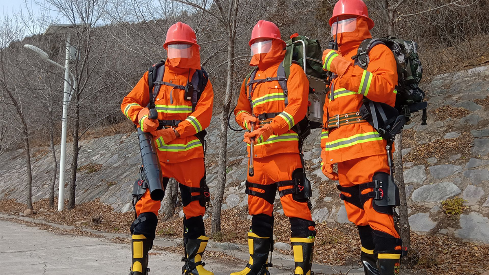Китайски пожарникари ще използват екзоскелети за допълнителна сила
