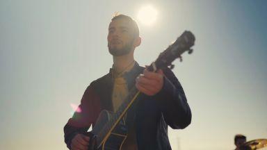 """Кристиан Грънчаров от """"Гласът на България"""" се връща към първата любов в новата си песен (видео)"""
