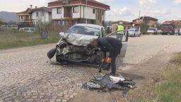 Мъж изгоря в колата си след удар в стълб, други 3-ма са в болница след челен сблъсък