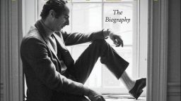 Издателят на биографията на Филип Рот я оттегли
