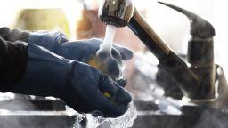 """""""Топлофикация София"""" иска 15% увеличение на топлата вода от юли"""