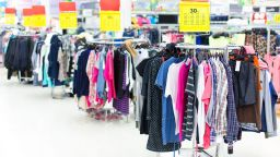 Колко струват евтините дрехи, които купуваме?